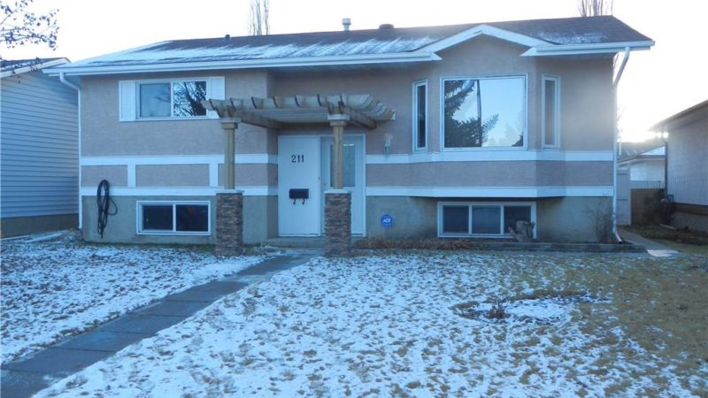 211 Pinecrest CR NE Calgary